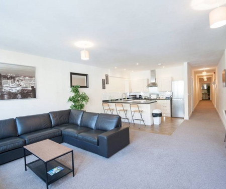 Apartamento para arrendar  - Bristol